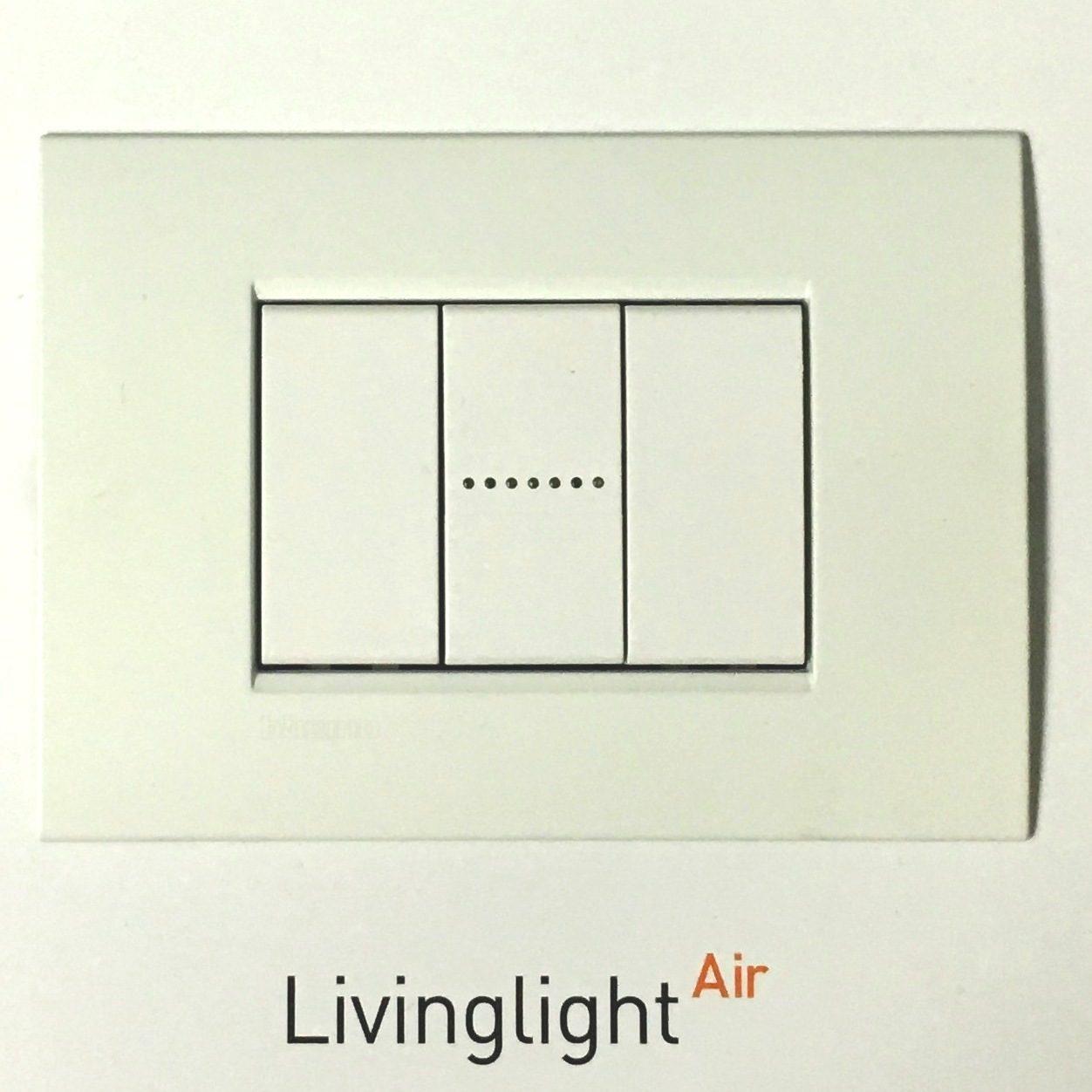 Bticino livinglight air bianco puro lnc4803bn placca 3 posti for Bticino living