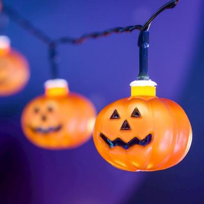 Catena 10 Zucche Halloween Plastica Arancio LED BIANCO 45mm Luce Fissa a Batteria Interno Cavo Nero 0,3+1,8m