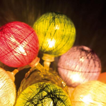 Catena 10 Sfere Multicolor Cotone LED MULTI 40-50mm Luce Fissa a Batteria Interno Cavo Trasp. 0,25+2,25m