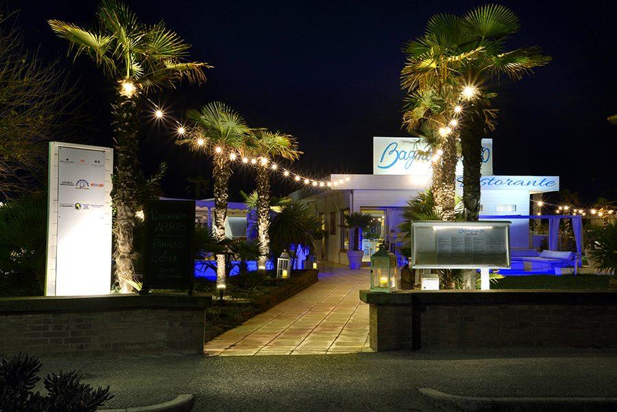 Catena luminosa catenaria 10 metri con 10 portalampada for Vendita lampadine