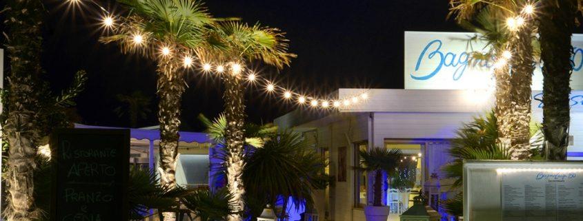 Realizza un'atmosfera intima e suggestiva con le catenarie di lampadine!